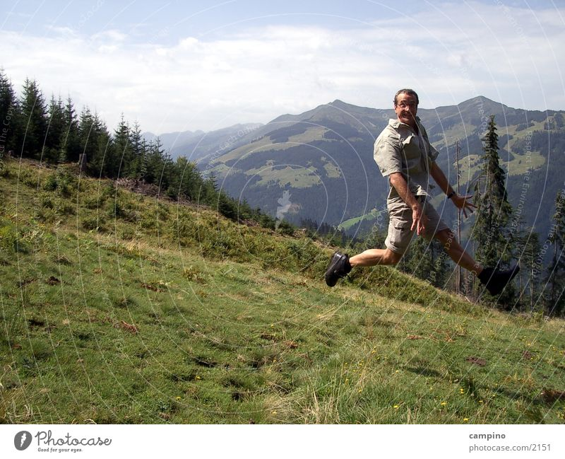 Jump Alm Sommer Mann Berge u. Gebirge Freude
