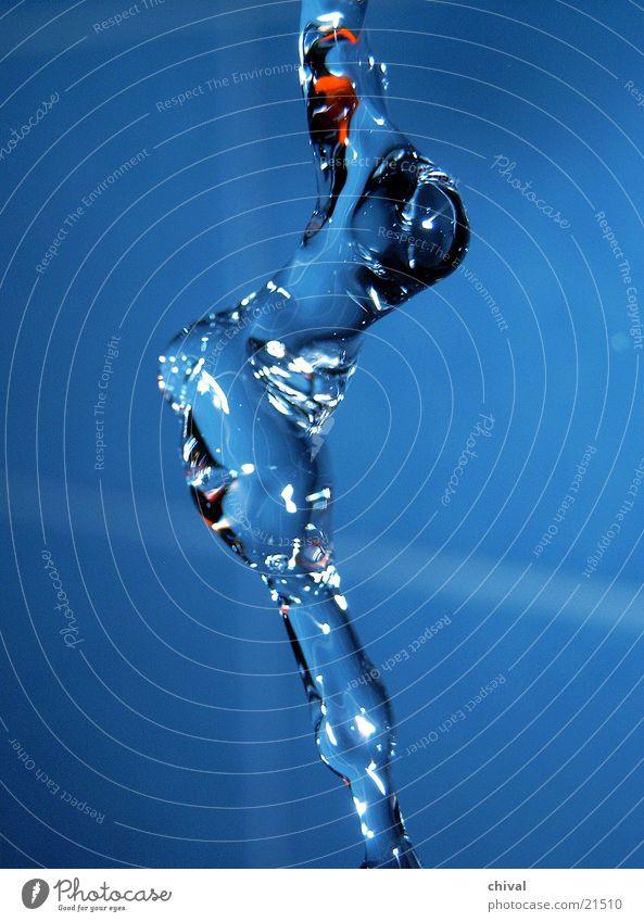 Wasserskulptur 13 Blitzlichtaufnahme Lichtbrechung Muster Reflexion & Spiegelung Wassertropfen fallen blau