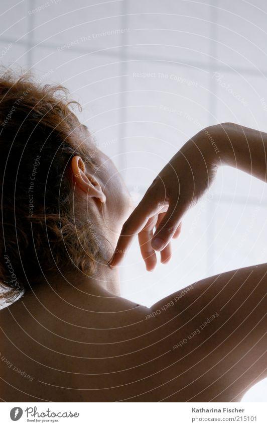 #215101 Mensch Frau Hand schön Erwachsene feminin Haare & Frisuren Junge Frau Kopf Zufriedenheit Rücken Haut Wellness berühren rein brünett