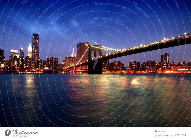 New York City - Brooklyn Bridge Stadt Skyline Haus Hochhaus Bankgebäude Brücke Gebäude Architektur Schifffahrt Bootsfahrt Ferne gigantisch schön Farbfoto