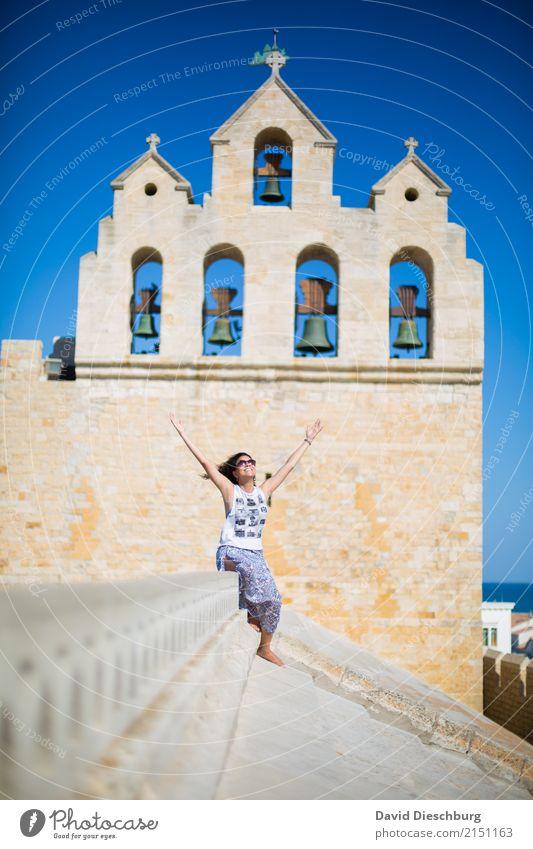 Über den Dächern II Mensch Ferien & Urlaub & Reisen Jugendliche Junge Frau Sommer Stadt 18-30 Jahre Erwachsene Frühling feminin Glück Tourismus Zufriedenheit