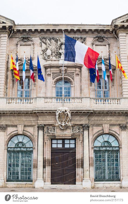 Rathaus von Marseille Ferien & Urlaub & Reisen blau Stadt weiß rot Fenster Tourismus Fassade Tür Europa Sehenswürdigkeit Frankreich Fahne Grundbesitz