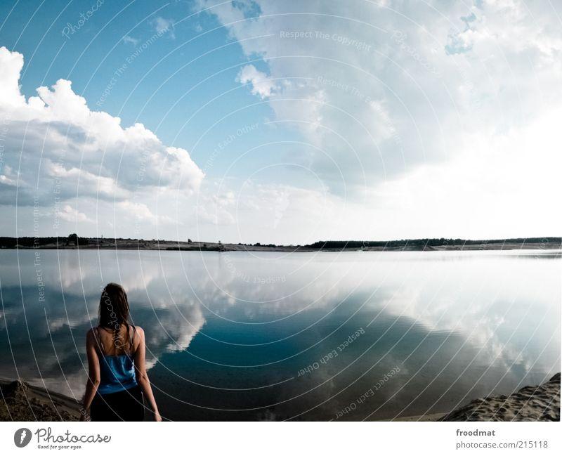 himmel auf erden Frau Mensch Himmel Natur Jugendliche Wasser schön Ferien & Urlaub & Reisen Sommer Strand Wolken ruhig Erwachsene Ferne Erholung feminin