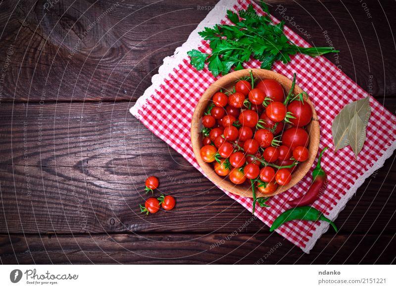 Frische rote Kirschtomaten Natur natürlich Holz klein oben frisch Tisch lecker Gemüse Schalen & Schüsseln Vegetarische Ernährung Top Diät Tomate Kirsche