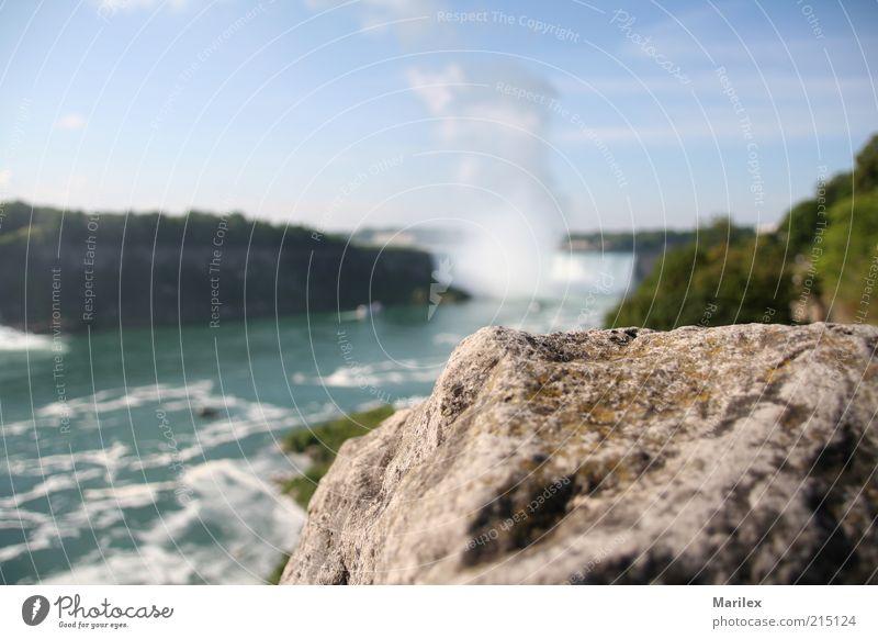 Niagarafälle (Ontario) Kanada Erholung genießen Farbfoto Außenaufnahme Menschenleer Tag Unschärfe Felsen Stein Landschaft Schönes Wetter Fluss Wasserfall