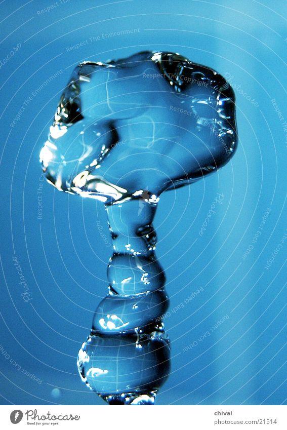 Wasserskulptur 9 Blitzlichtaufnahme Lichtbrechung Muster Reflexion & Spiegelung Wassertropfen fallen blau