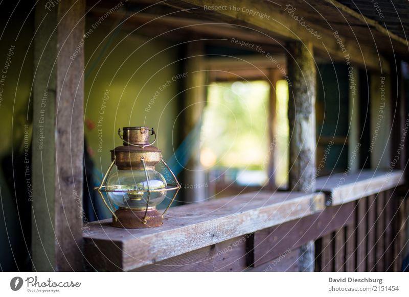 Alte Lampe Ferien & Urlaub & Reisen alt grün weiß Erholung Beleuchtung Garten braun wandern Romantik Rost Expedition rustikal erleben