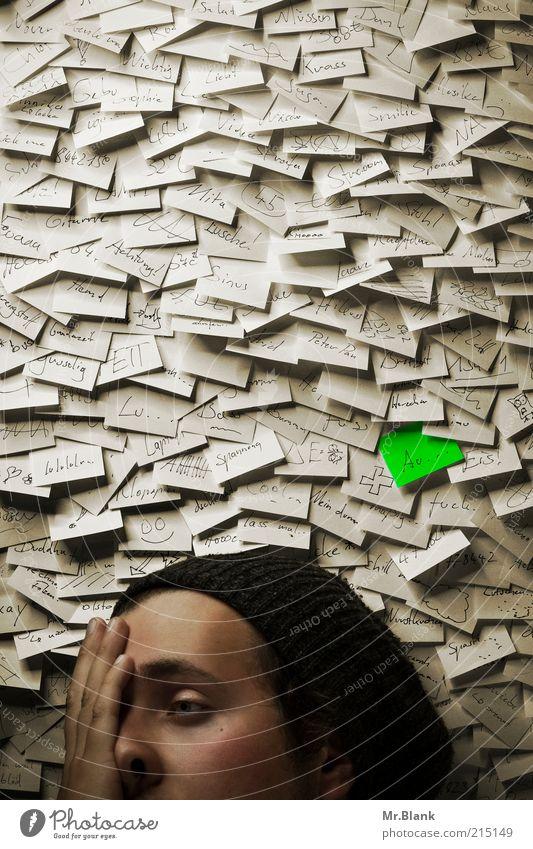 Verzettelt Jugendliche weiß Kopf Traurigkeit Büro Arbeit & Erwerbstätigkeit Zeit Angst lernen verrückt Papier außergewöhnlich trist nachdenklich viele Student