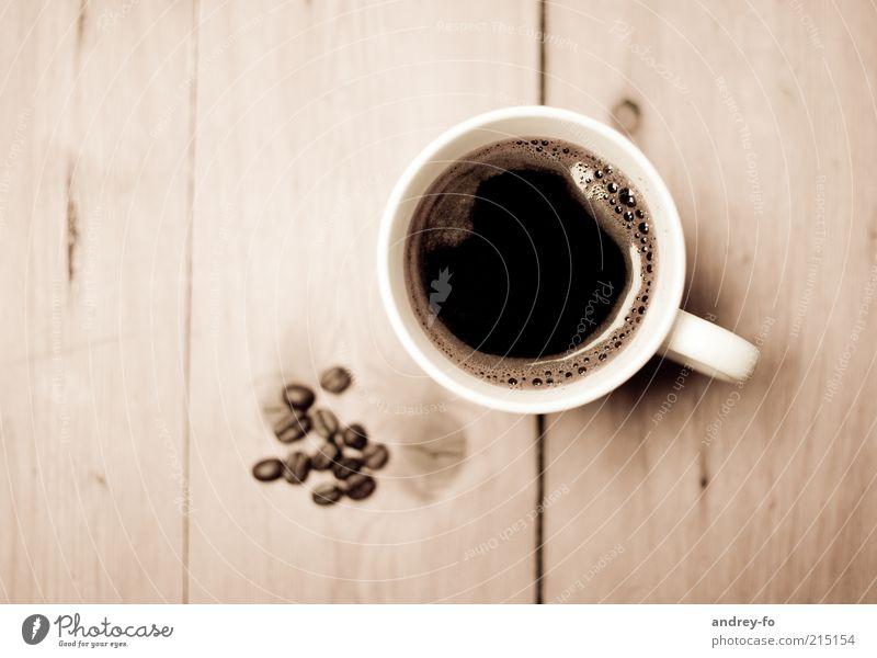Kaffeetasse Lebensmittel Getränk Heißgetränk Tasse Becher elegant einzigartig Kaffeebohnen Holztisch Kaffeetrinken Kaffeepause sepiafarben Kaffeetisch