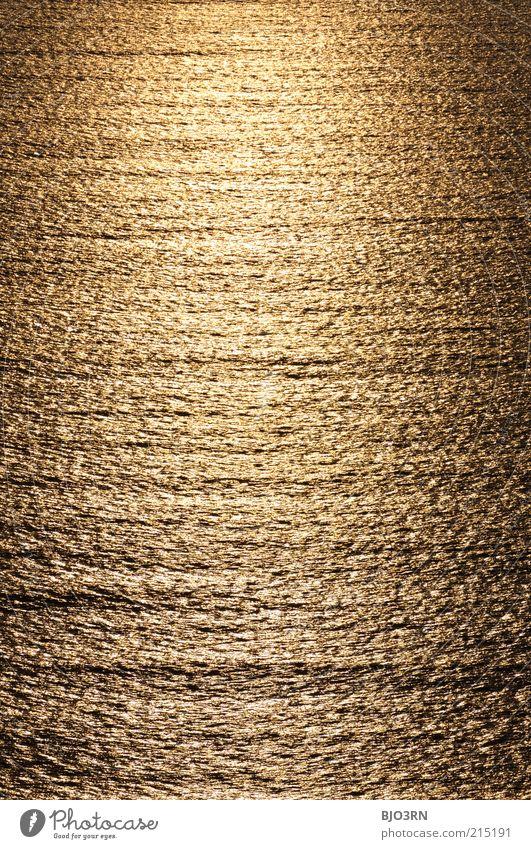 Am Ende gibt's Gold | Iceland Wasser Schönes Wetter frei Unendlichkeit gelb gold schwarz Idylle rein Umwelt Meer Sonnenuntergang Frieden ruhig Hochformat Wellen