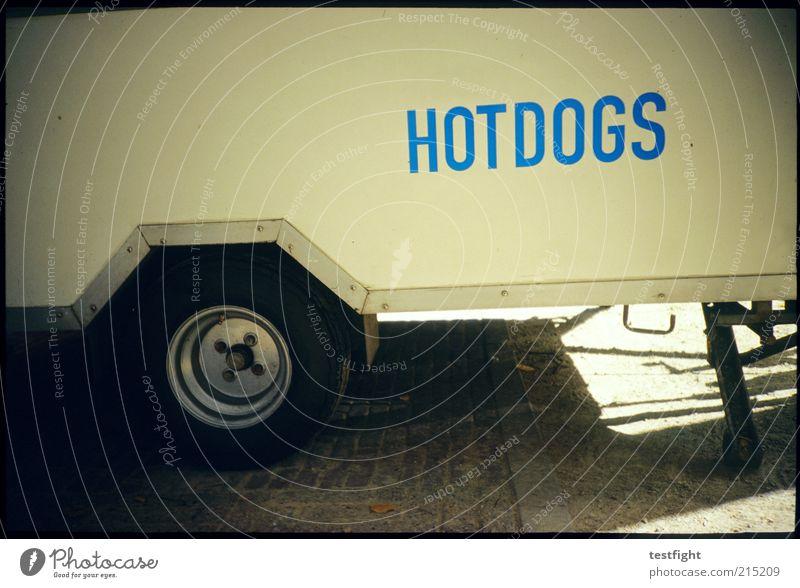 heiß Ernährung Lebensmittel Schriftzeichen Mobilität Fleisch Wort Anschnitt Bildausschnitt Fastfood Buden u. Stände Lomografie Würstchen Großbuchstabe Hotdog Verkaufswagen