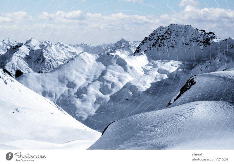 Piz Buin Winter Wolken Ferne Schnee Berge u. Gebirge groß Perspektive Alpen Bergsteigen