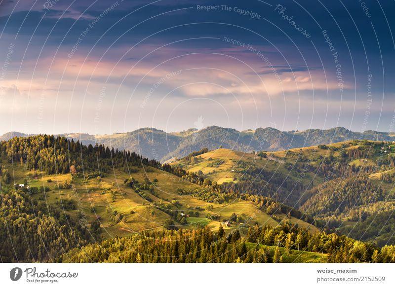 Sonnenuntergang in Bergen nach Sturm. Bunter alpiner Abend Himmel Natur Ferien & Urlaub & Reisen Sommer grün Landschaft Wolken Ferne Berge u. Gebirge Herbst