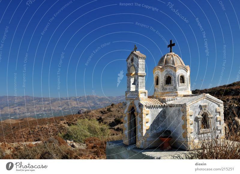Roadchurch Landschaft Himmel Wolkenloser Himmel Wetter Schönes Wetter Macchie Kreta Griechenland Kirche Stein Kreuz alt hell blau braun weiß Glaube