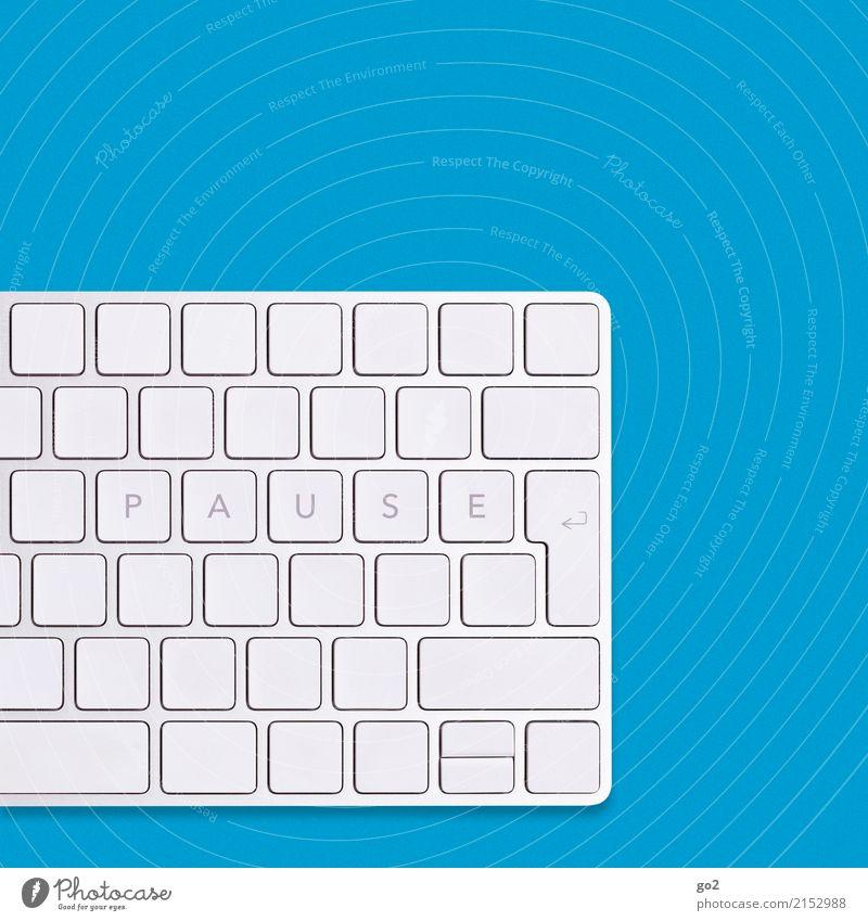 Pause auf Tastatur / Blau Ferien & Urlaub & Reisen blau weiß Erholung sprechen Schule Arbeit & Erwerbstätigkeit Freizeit & Hobby Büro Schriftzeichen Studium