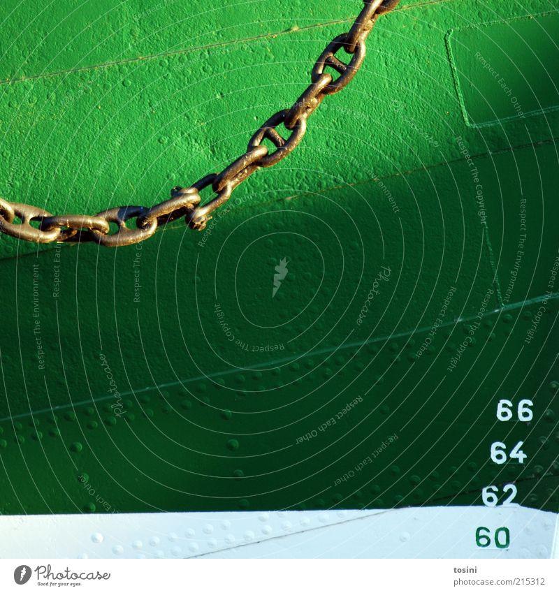Steuerbord I Wasser weiß grün Metall Güterverkehr & Logistik Ziffern & Zahlen Kette Schifffahrt Segelboot Segelschiff Kreuzfahrt Skala Niete Bootsfahrt
