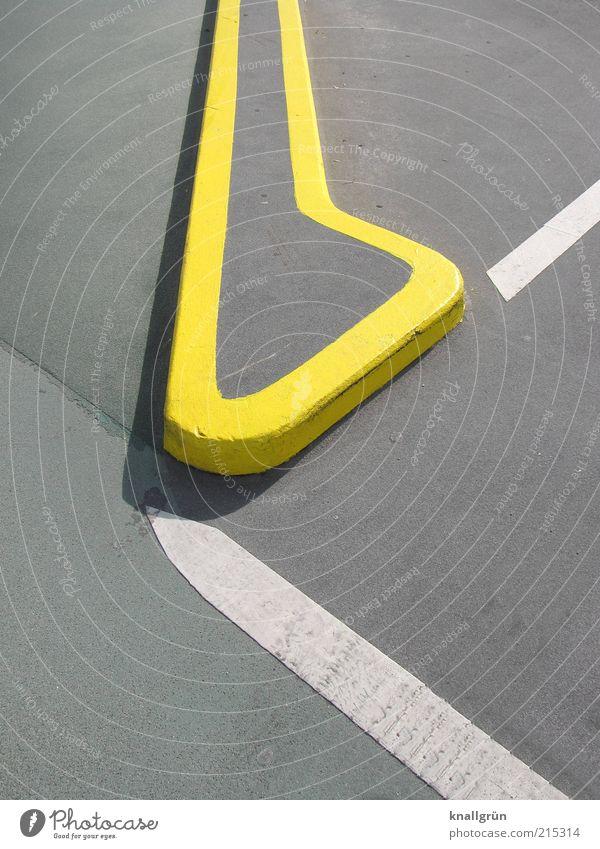 Gut in Form weiß gelb grau Linie Architektur Schilder & Markierungen Sicherheit Ecke rund Asphalt Zeichen Grenze Teilung Parkplatz Bildausschnitt Parkbucht