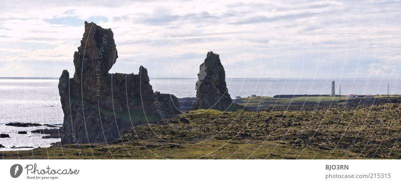 Ungleiche Zwillinge | Iceland Wasser Himmel Meer grün blau Ferien & Urlaub & Reisen ruhig Wolken Einsamkeit Ferne grau Landschaft Küste Architektur Horizont Felsen