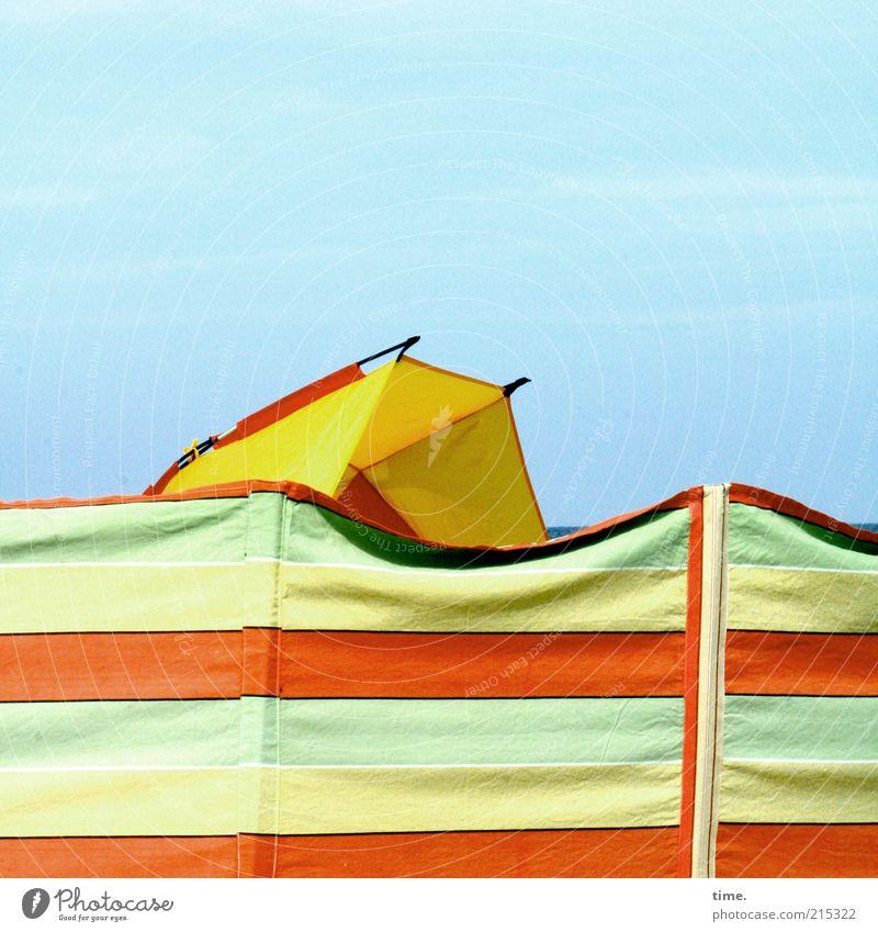 Sperrgebiet mehrfarbig Außenaufnahme Himmel Sichtschutz Textilien Strandmuschel Wetterschutz Ferien & Urlaub & Reisen Streifen parallel Sicherheit Schutz