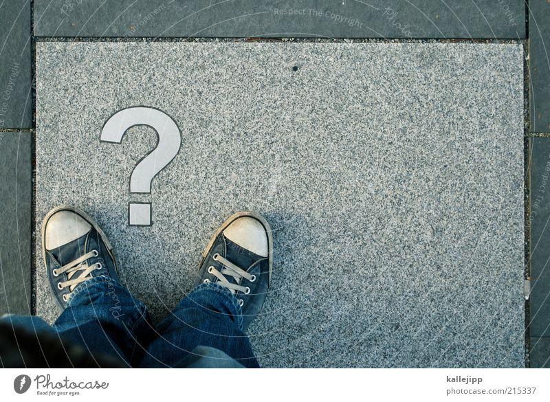 wo bist du? Mensch Beine Fuß 1 Jeanshose Turnschuh Zeichen Schriftzeichen stehen Fragen Antwort Telekommunikation Chucks Existenz Farbfoto Gedeckte Farben
