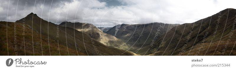 Highlands Landschaft Wolken Berge u. Gebirge Gipfel atmen Blick Ferne Horizont Schottland Tal kahl karg Unendlichkeit Gedeckte Farben Außenaufnahme Menschenleer