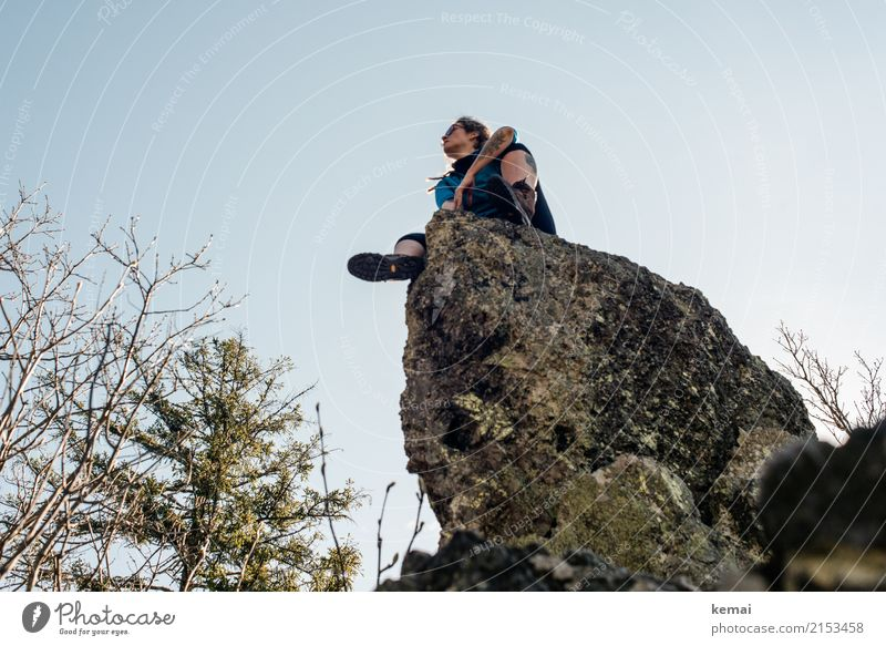 When I'm up I can't get down Frau Mensch Erholung ruhig Ferne Erwachsene Leben Lifestyle feminin Freiheit oben Felsen Ausflug Freizeit & Hobby Zufriedenheit