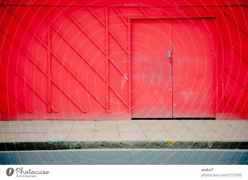 Red Door rot Tür geschlossen Baustelle entdecken Bürgersteig Barriere Verbote Versteck Bordsteinkante Holzwand