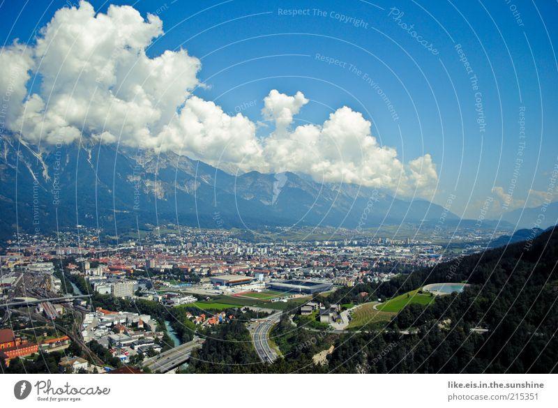 Über Innsbruck... Himmel Stadt Sommer Wolken Ferne Wald Berge u. Gebirge Freiheit Landschaft Ausflug Tourismus Aussicht Alpen Hügel Schönes Wetter