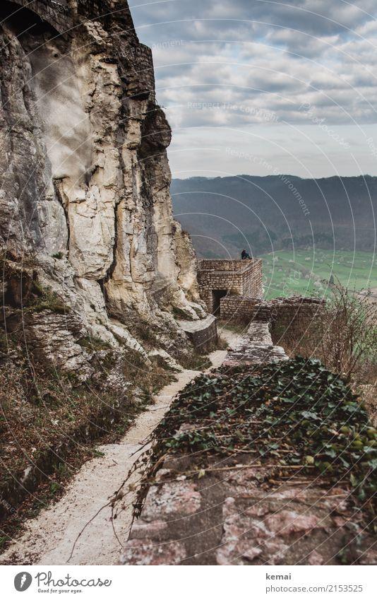 Ein Tag, an dem die Gedanken tief hängen Mensch Himmel Landschaft Erholung Wolken ruhig Ferne Wand Herbst klein Mauer Freiheit Felsen Freizeit & Hobby Ausflug