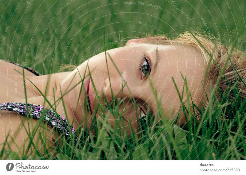 Sommerruhe Mensch feminin Junge Frau Jugendliche Erwachsene Gesicht Auge Nase Mund Lippen 1 18-30 Jahre Garten schlafen Coolness hell schön klug Vertrauen