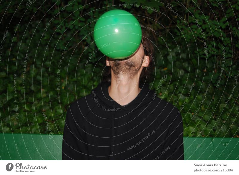 Seelöwe. Mensch Jugendliche grün Erwachsene Spielen sitzen maskulin verrückt außergewöhnlich Luftballon 18-30 Jahre trashig Lebensfreude blasen Farbe Pullover