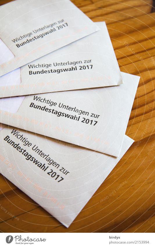 Wahlgang Tisch Brief Briefumschlag Wahlen wählen Bundestagswahlen Schriftzeichen authentisch Originalität Optimismus Neugier Entschlossenheit Erwartung