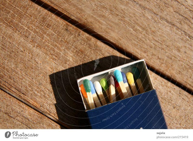 zündstoff weiß grün blau rot gelb Holz braun rosa Energie offen Vergänglichkeit mehrfarbig Verschiedenheit Streichholz Schachtel Vielfältig