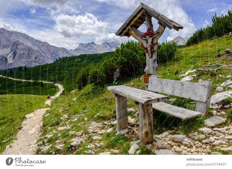 Dolomiten - Höhenweg 1 Ferien & Urlaub & Reisen Ferne Freiheit Berge u. Gebirge wandern Landschaft Wiese Hügel Felsen Alpen Bank Kruzifix blau grau grün