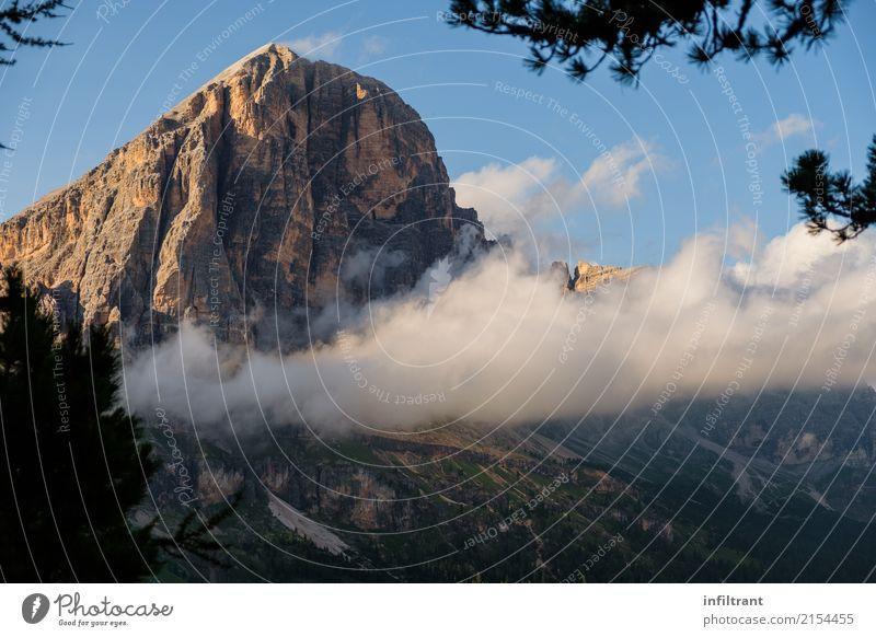 Dolomiten - Tofana di Rozes mit Wolken Natur Ferien & Urlaub & Reisen blau schön Landschaft ruhig Berge u. Gebirge Umwelt Wege & Pfade natürlich braun Felsen