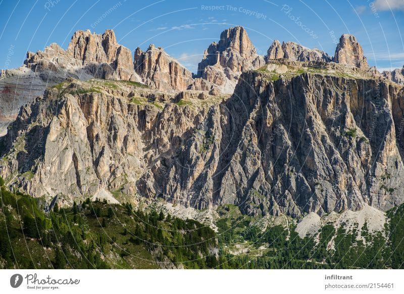 In den Dolomiten Himmel Natur Ferien & Urlaub & Reisen blau Sommer grün Landschaft ruhig Wald Berge u. Gebirge Umwelt Wege & Pfade natürlich Erde grau Felsen