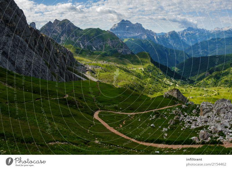 In den Dolomiten Ferien & Urlaub & Reisen Sommer Berge u. Gebirge wandern Landschaft Wolken Schönes Wetter Wiese Felsen Alpen Gipfel Italien Wege & Pfade