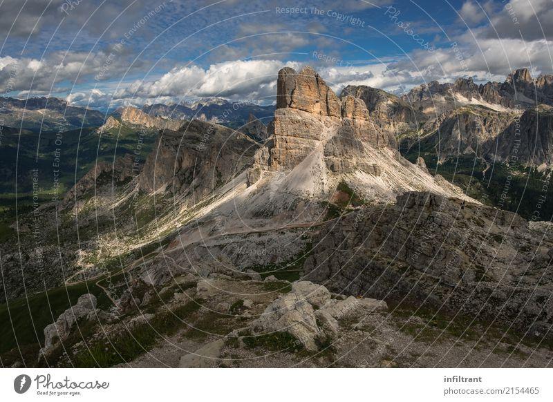 In den Dolomiten Ferien & Urlaub & Reisen Ferne Freiheit Berge u. Gebirge wandern Landschaft Wolken Sommer Felsen Alpen Gipfel Italien natürlich schön braun
