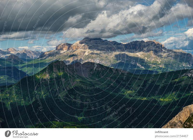 Bergkette in den Dolomiten Natur Ferien & Urlaub & Reisen blau Sommer grün Landschaft Wolken ruhig Ferne Berge u. Gebirge Umwelt Freiheit grau Stimmung Felsen