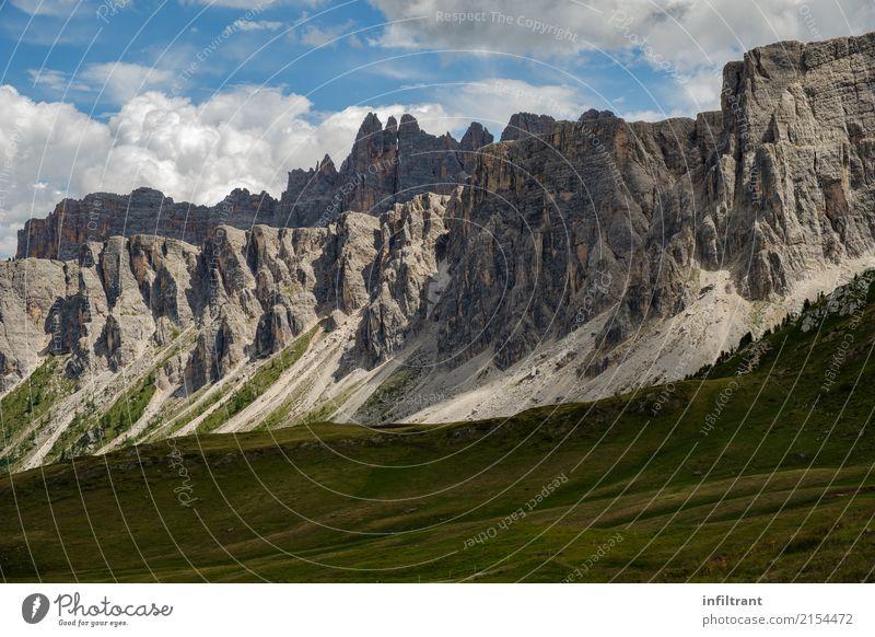 In den Dolomiten Ferien & Urlaub & Reisen Abenteuer Sommer Berge u. Gebirge wandern Natur Landschaft Felsen Alpen außergewöhnlich Ferne gigantisch grau Kraft