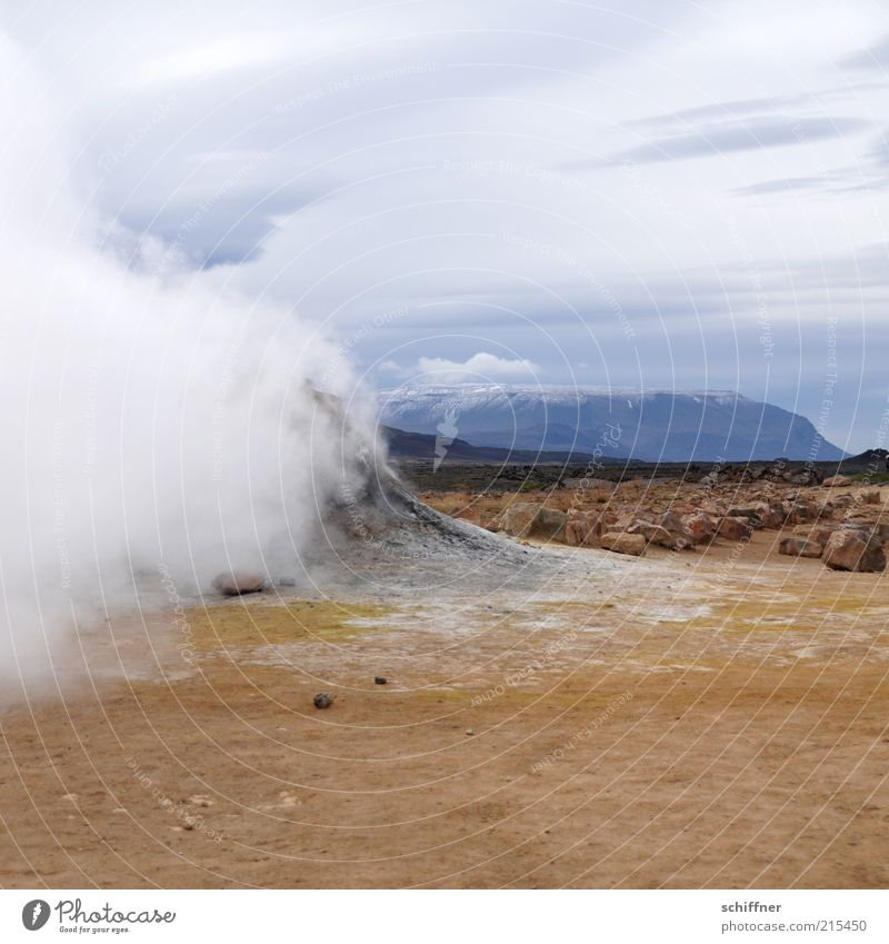 Bisschen Schloten Natur Landschaft Berge u. Gebirge Stein Sand Felsen Wind Urelemente Feuer Schneebedeckte Gipfel Rauch heiß Island Schornstein Vulkan