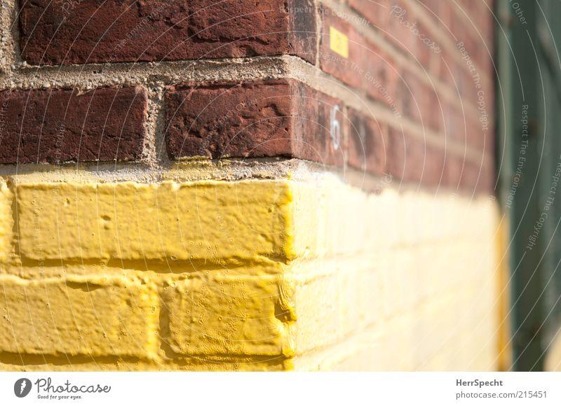 Corner 126th and 2nd gelb Wand Farbstoff Mauer Gebäude braun Fassade Ecke Grenze Fuge Anstrich Backsteinwand