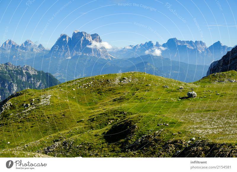 Blick über die Gipfel der Dolomiten Abenteuer Ferne Berge u. Gebirge wandern Landschaft Felsen Alpen natürlich wild blau grün schön dankbar ruhig entdecken