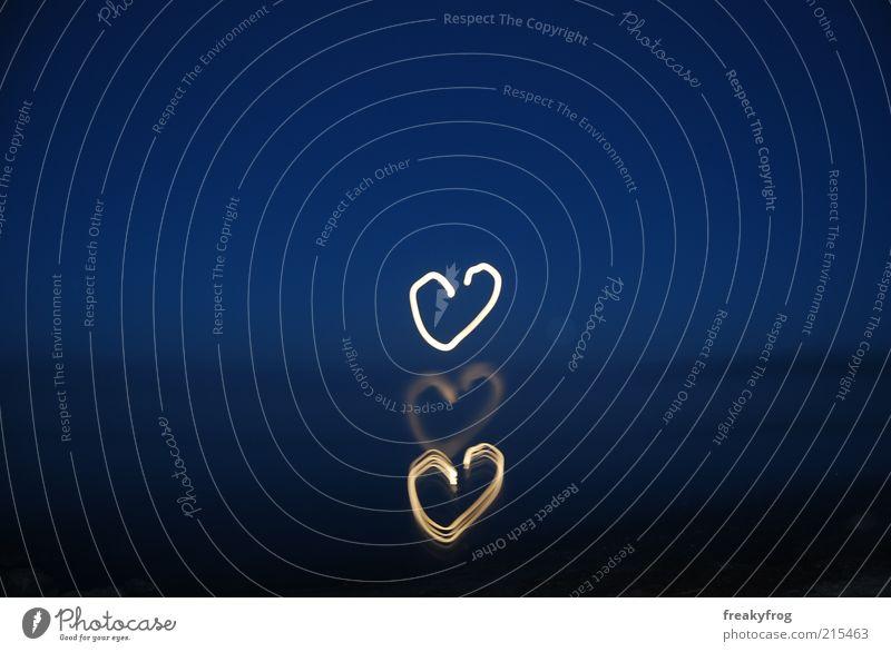 Mondherzen harmonisch Meer Natur Himmel Nachthimmel Herz Liebe Glück positiv blau Gefühle Vertrauen Sympathie Verliebtheit Treue Romantik Güte träumen Hoffnung