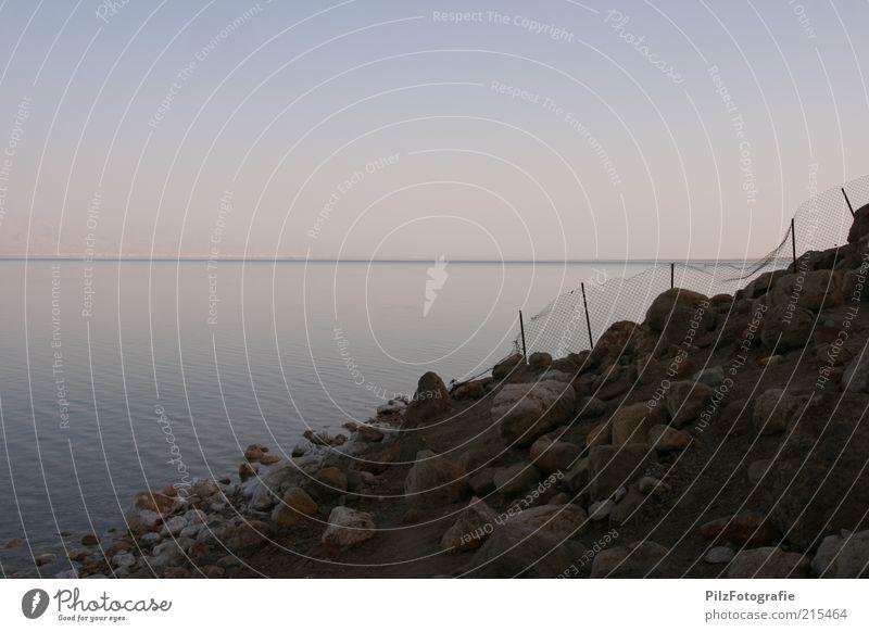 Salz Ferien & Urlaub & Reisen Sommerurlaub Strand Meer Landschaft Sand Wasser Felsen Totes Meer Wüste Negev dunkel trocken blau Endzeitstimmung ruhig Ferne Zaun