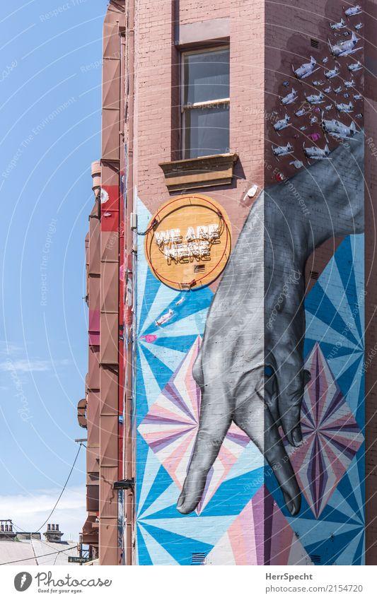 We are here Stadt Architektur Wand Graffiti Gebäude Mauer Fassade Schriftzeichen retro Hochhaus ästhetisch Coolness Bauwerk trendy Leuchtreklame Backsteinwand