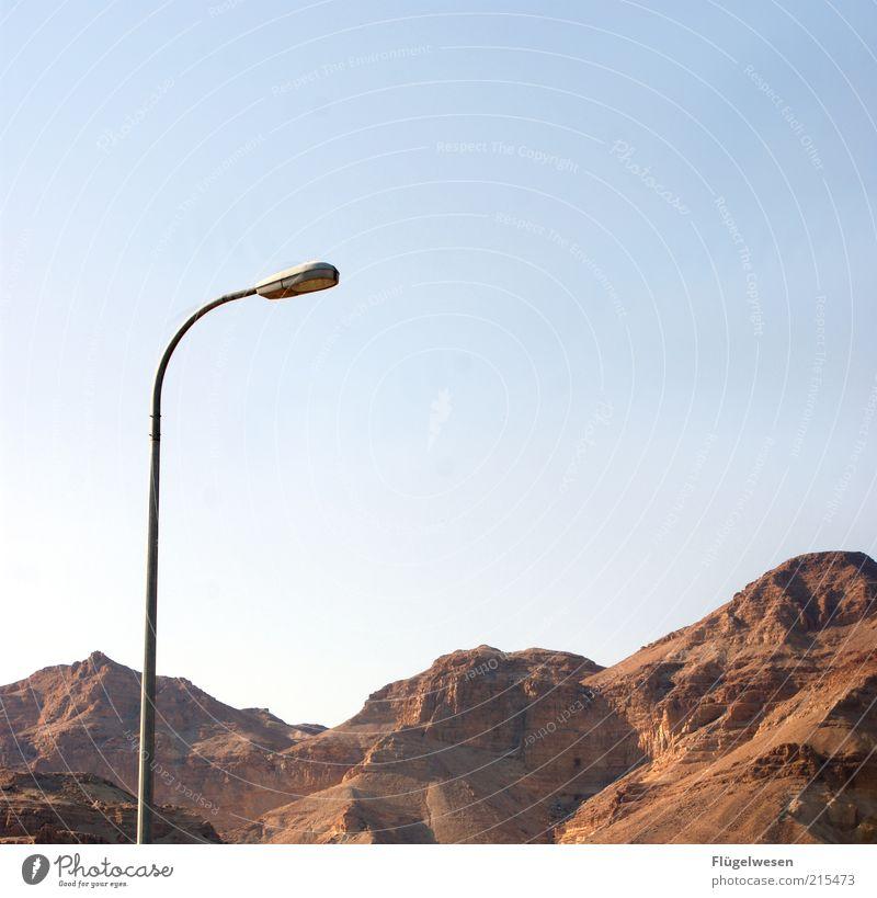 Wüstenlicht Natur Himmel Sommer Berge u. Gebirge Stein Felsen hoch Reisefotografie außergewöhnlich Gipfel Straßenbeleuchtung Blauer Himmel Israel Negev