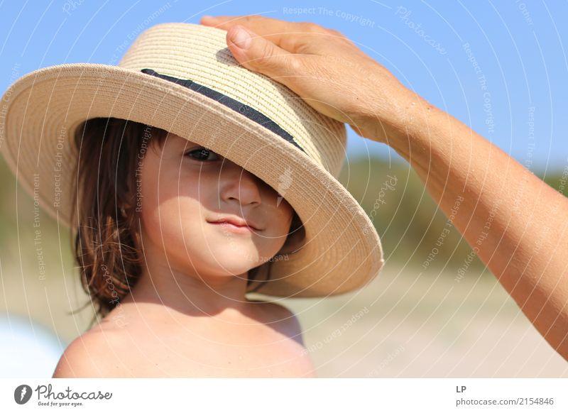 Hand auf Hut Kindererziehung Bildung Kindergarten Mensch Baby Kleinkind Eltern Erwachsene Geschwister Großeltern Senior Familie & Verwandtschaft Jugendliche