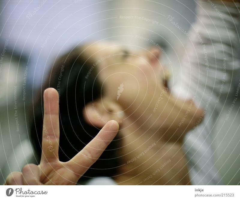YEAH ! Mensch weiß Hand Erwachsene Glück Feste & Feiern oben Lifestyle wild Erfolg groß Finger Coolness Zeichen stark zeigen
