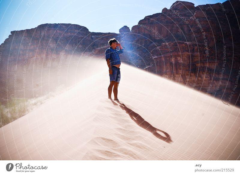 look there is even more desert maskulin Mann Erwachsene 1 Mensch Landschaft Urelemente Erde Sand Luft Himmel Sonnenlicht Sommer Klimawandel Wind Hügel Strand